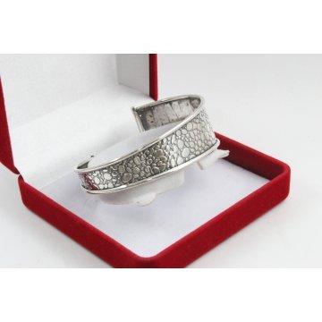 Дамска сребърна твърда гривна тъмно сребро 1020