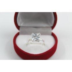 Дамски сребърен пръстен с бял камък 5003