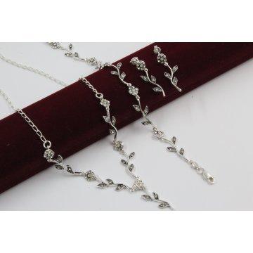 Дамски сребърен комплект Ангелски Цветя бели колие гривна обеци 245