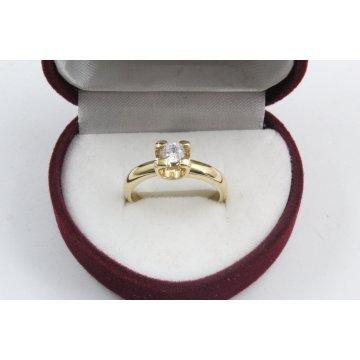 Дамски златен годежен пръстен жълто злато бял камък 2604