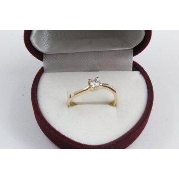 Дамски златен годежен пръстен жълто злато бял камък 2606