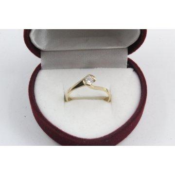 Дамски златен годежен пръстен жълто злато бял камък 2615