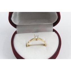 Дамски златен годежен пръстен жълто злато бял камък 2628