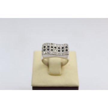 Дамски сребърен пръстен с черни и бели камъни 3008