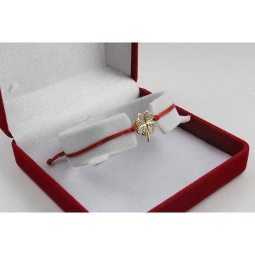 Златна регулираща се гривна с червен конец и детелина с камъни 3109