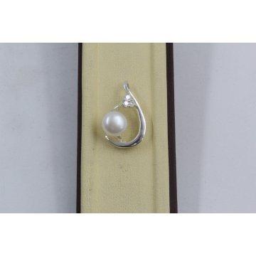 Дамски сребърен медальон с бели циркони и бяла перла 3414