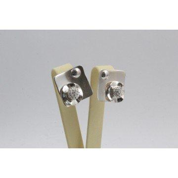 Дамски сребърни обеци на винт с бели камъни 3632