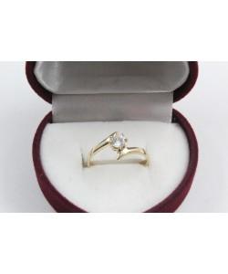 Дамски златен годежен пръстен с централен бял камък 4173