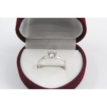 Дамски сребърен годежен пръстен с бял камък 4199