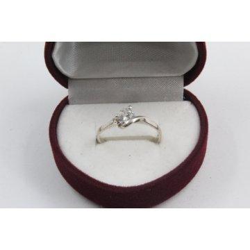 Дамски сребърен годежен пръстен с бял камък 4203