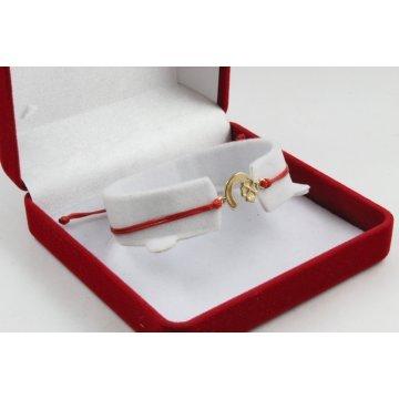 Златна регулираща се гривна с червен конец и подкова с детелина 4384