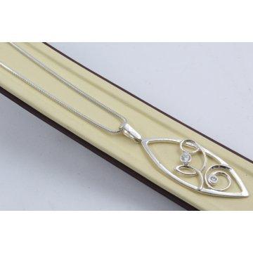 Дамско сребърно колие с бели камъни 4540