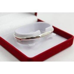 Дамска сребърна твърда гривна с бели камъни 4902