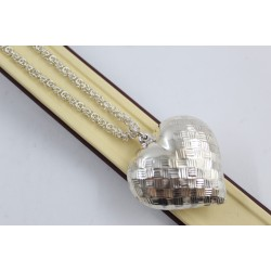 Дамско сребърно колие с обемно сребърно сърце 3900