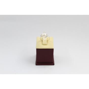 Дамски сребърен пръстен с бели циркони и бяла перла 3411