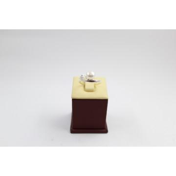 Дамски сребърен пръстен с бели циркони и бяла перла 3415