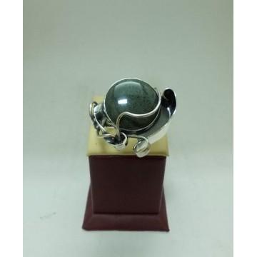 Дамски сребърен пръстен с естествен вогисид