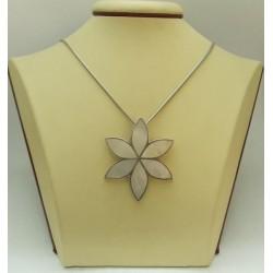 РАЗПРОДАЖБА -30% Женски сребърен медальон със седеф - Цвете
