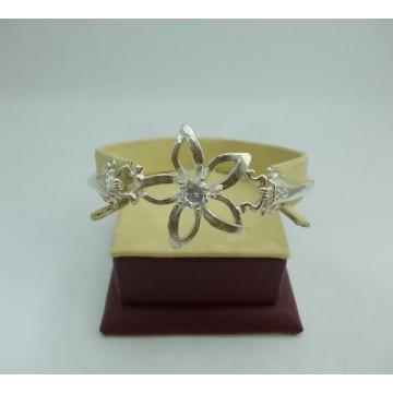 Дамска сребърна гривна белезник с бял камък и цвете Кристална Прелест