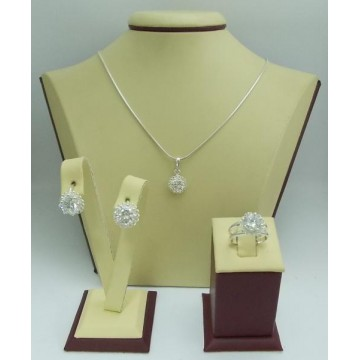 Дамски сребърен комплект Цветулки Бели